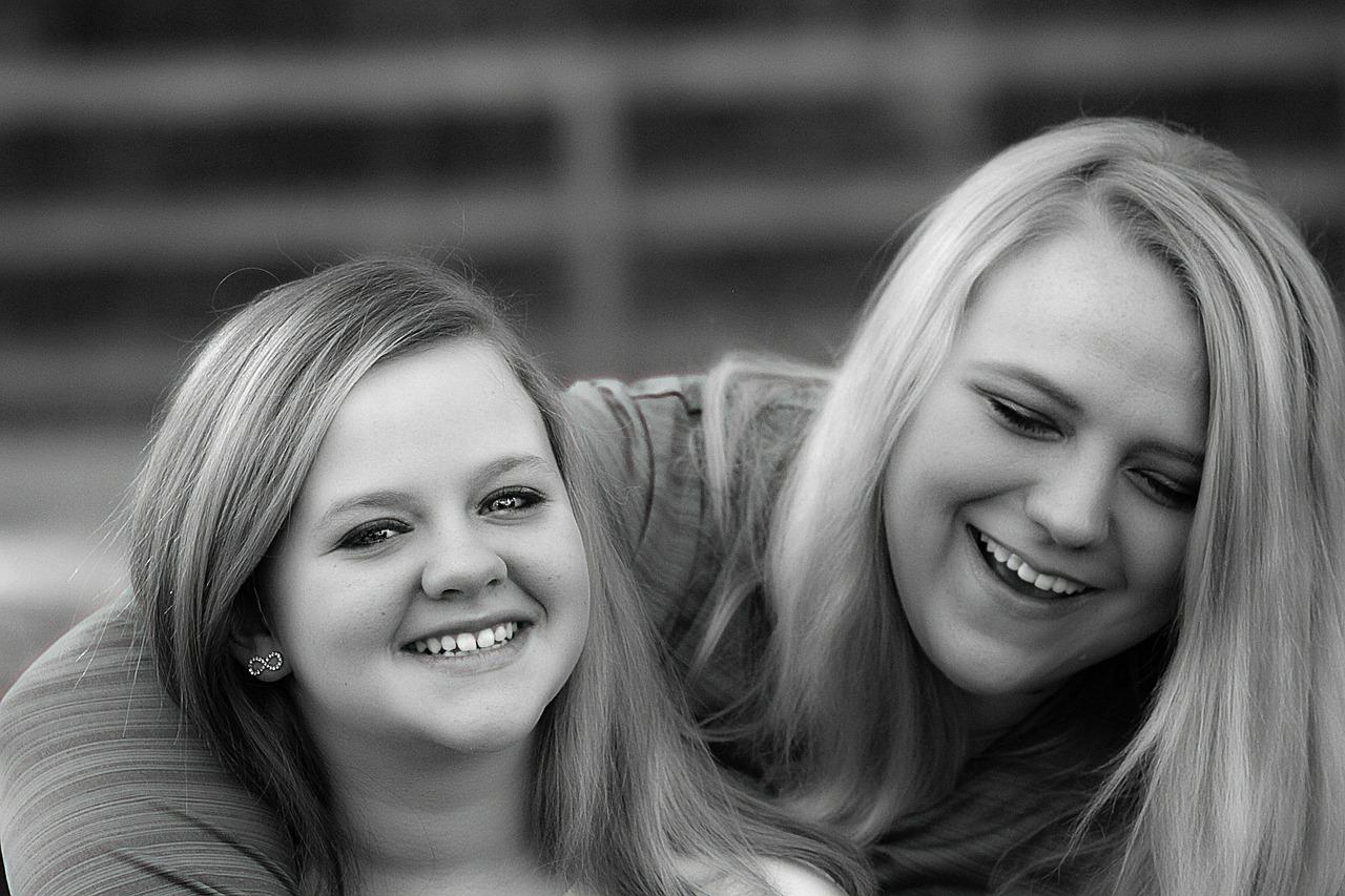 sisters-314103_1280