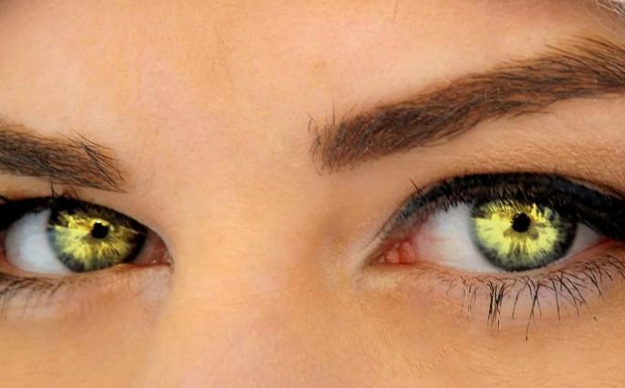 Seductive Beauty Green Eyes Makeup Gene Iris