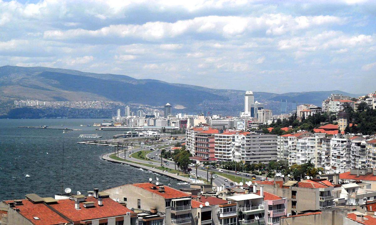 1200px-From_Asansör_in_İzmir,_Turkey