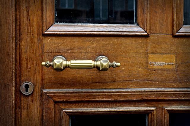door-handle-1770190_640