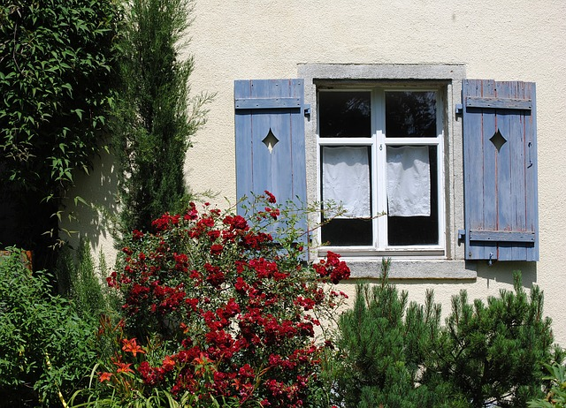 window-382107_640